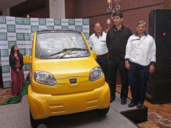 Rivals take advantage of legal delays in Bajaj Autos RE60 launch
