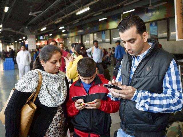 Delhi govt to install 1000 hotspots to provide free WiFi service