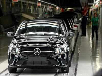 Electric Cars Daimler Says Early Electric Cars Only Half As