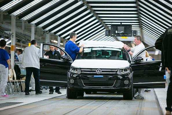 Volkswagen European Delivery >> Vw Cars Greenpeace Boards Ship In Bid To Halt Delivery Of Uk Bound
