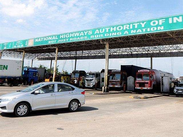 Toll Plazas Fastag Mandatory For All New 4 Wheelers From Dec 1