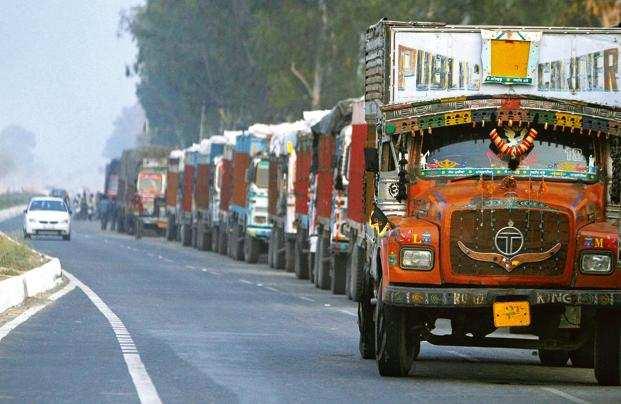 trucks entry: Over 60,000 trucks entered Delhi after expiration of ban, Auto News, ET Auto