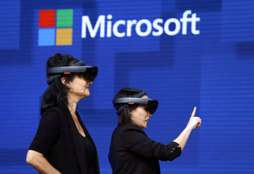 US Army wants Microsoft's HoloLens headsets for battlefield