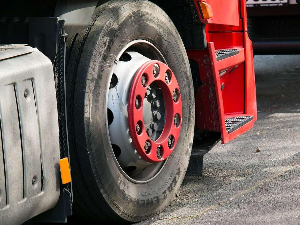Advanced braking system made mandatory for large vehicles, Auto News, ET  Auto