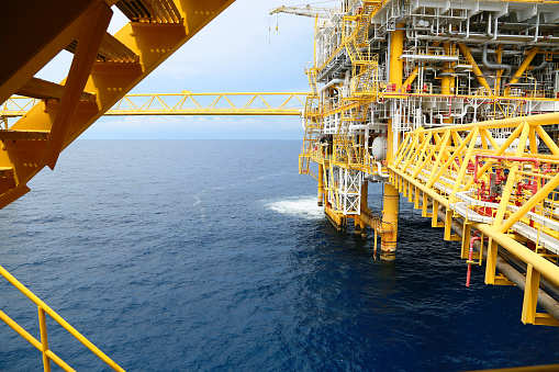 Shell, HES to resurrect German oil refinery ahead of IMO
