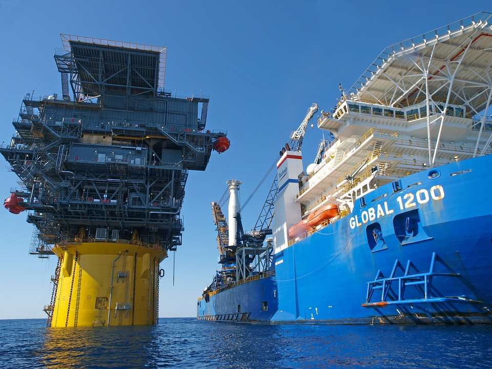 Trading firm Trafigura sees oil price rising to $70s/bl in