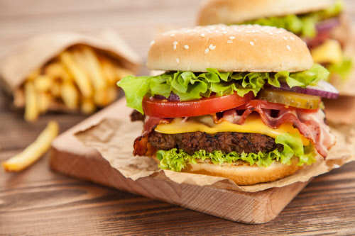 junk food: Unhealthy food at work may up risk of lifestyle ailments