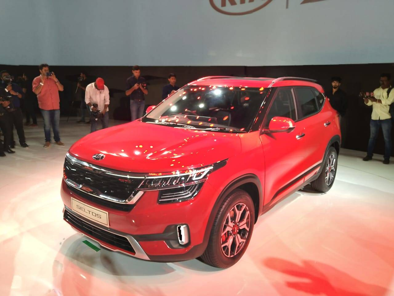 Seltos Suv Kia Motors To Develop 4 Cars In 2 Years Eyes 300 Touch
