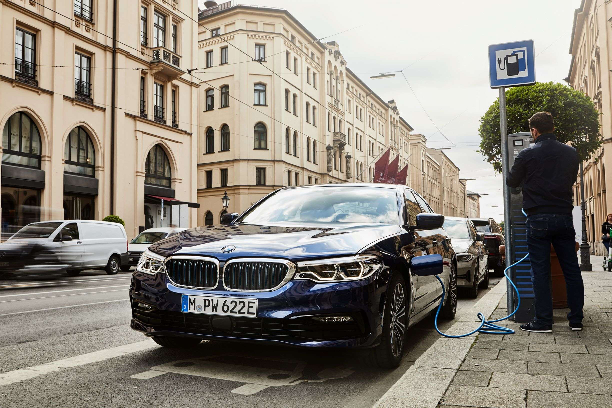 Bmw 530e Sedan New Bmw 5 Series Sedan Gets Additional Electric