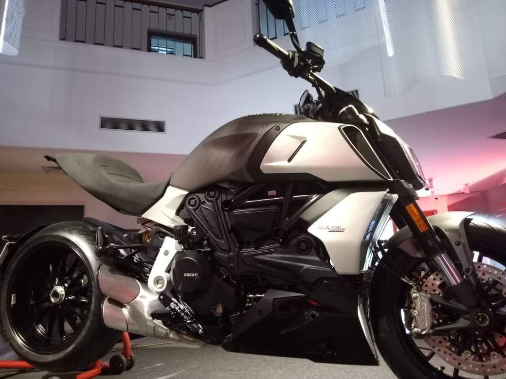 The upper variant Diavel1260S which is priced at Rs 19.25 lakh offers fully adjustable suspension Ohlins suspension at the front and rear, dedicated wheels and high performance braking system.