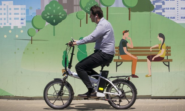 Between 2006 and 2012, e-bikes represented less than 1 per cent of total annual bike sales.