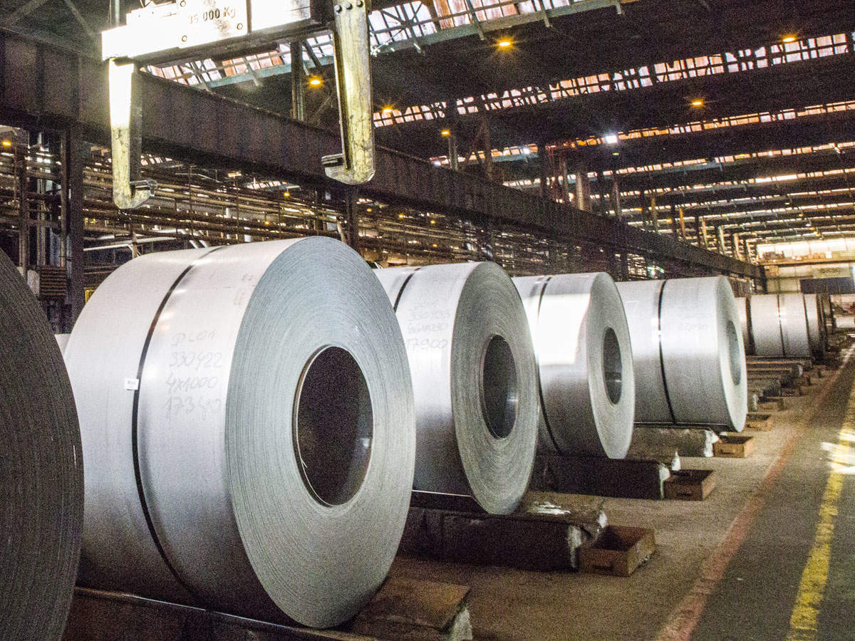 The steel ministry has urged PSU steel makers to maintain production levels. However, this is proving to be increasingly difficult.