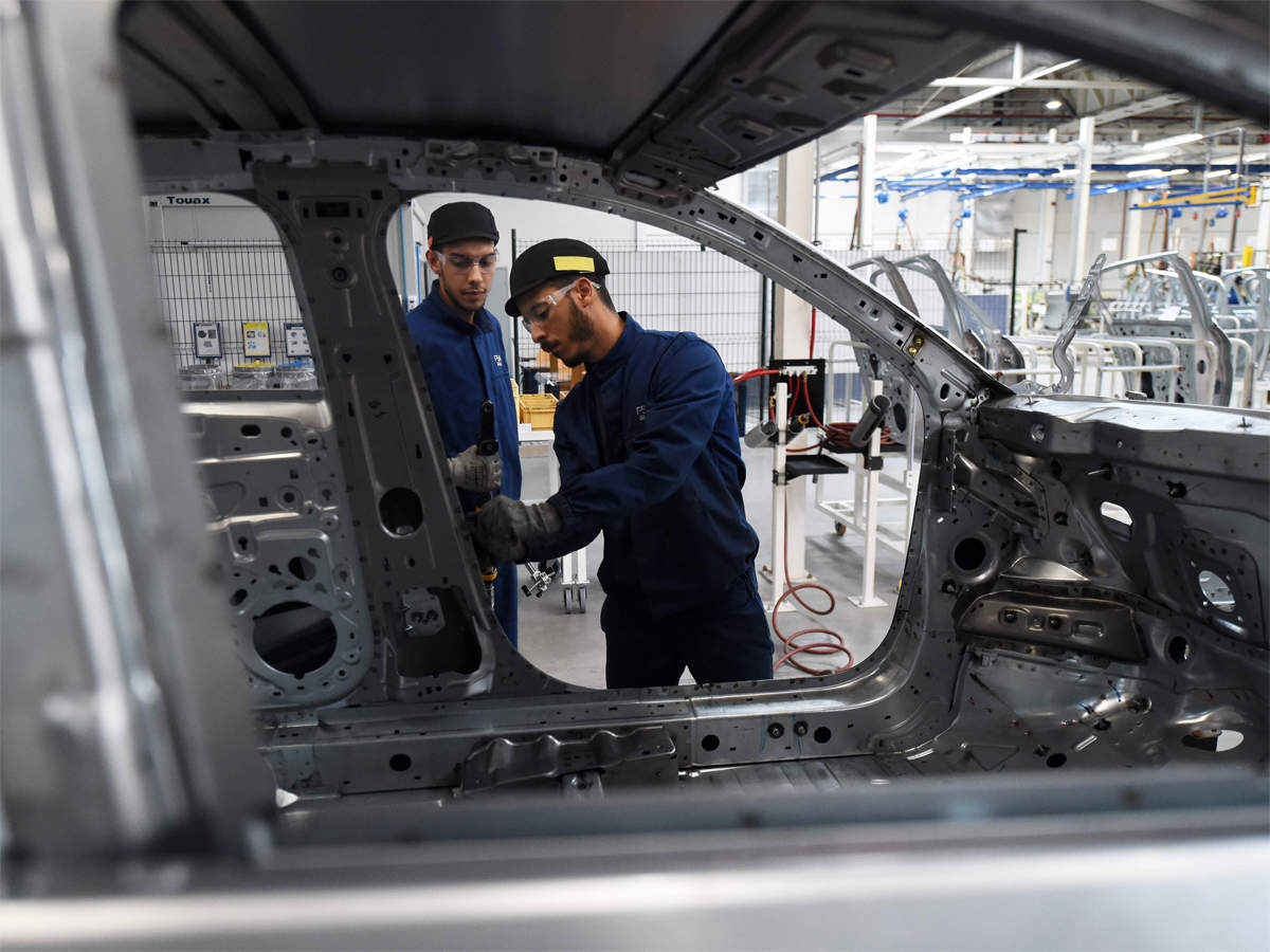 More than 100 component makers have already made an advance payment to 100,000 blue-collared workers a fortnight before the scheduled date of payment.