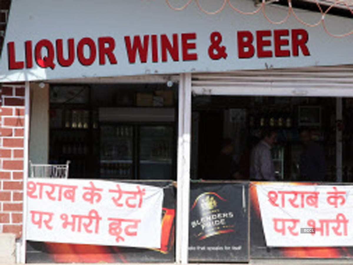 sale of liquor: Delhi govt launches exercise to open liquor shops in  non-containment zones, Retail News, ET Retail