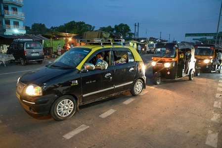 Taxi My Taxi India Furnishes Vehicles With Ppe Kits Curtains For Safety Of Drivers Passengers Auto News Et Auto