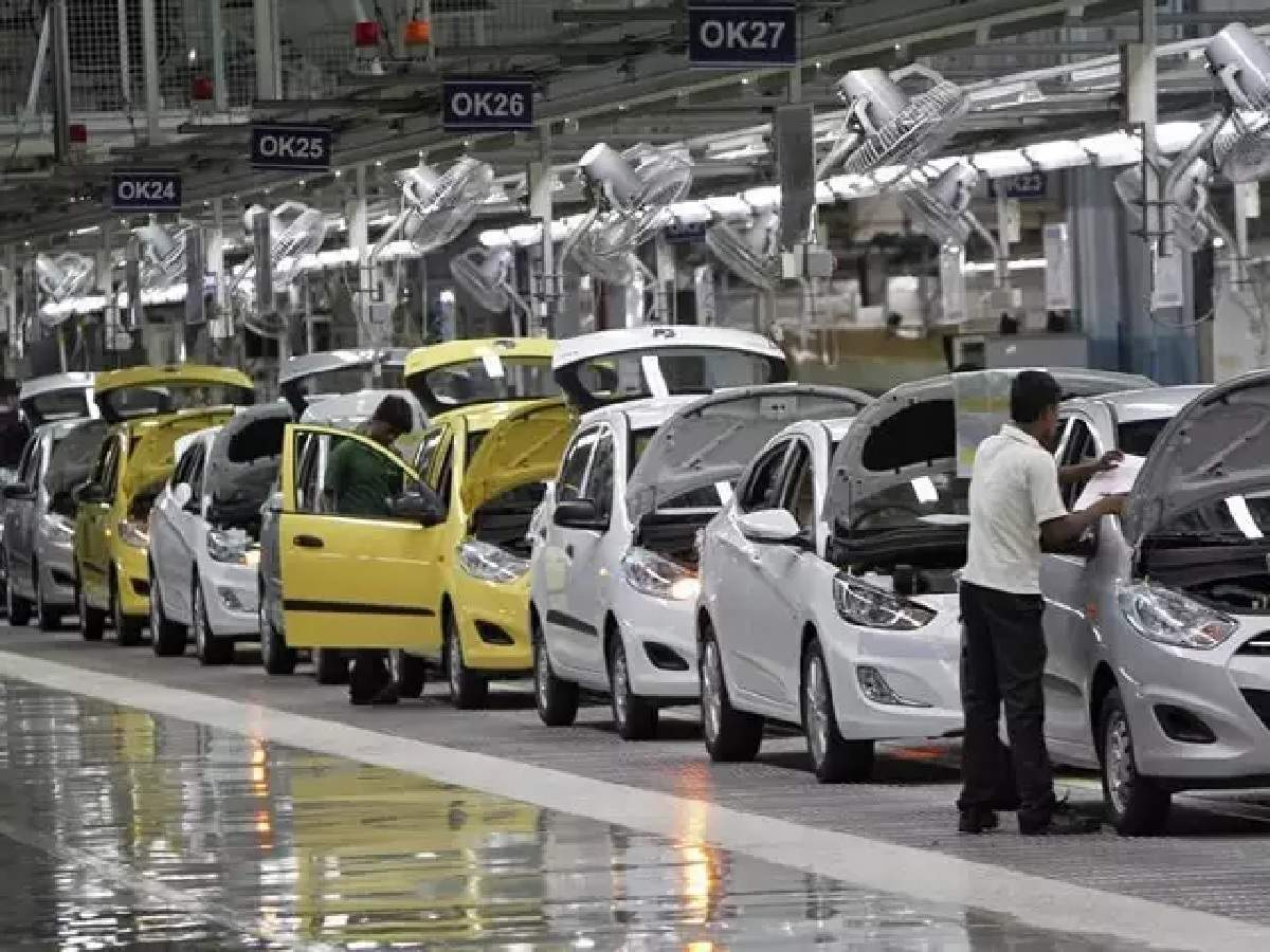 Indian government is planning incentives for big automakers, components firms to boost local manufacturing and export to overseas countries.