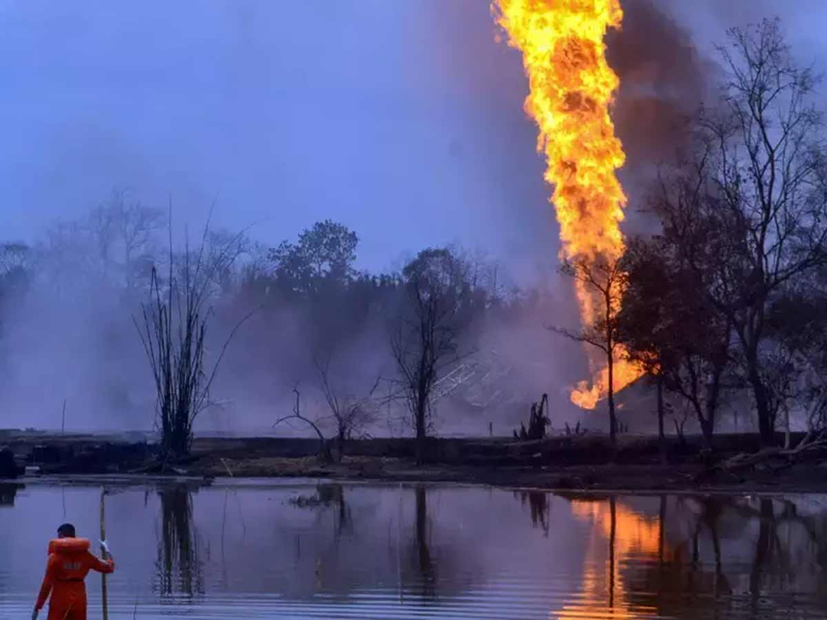 Efforts to cap OIL gas well fire in Assam continue