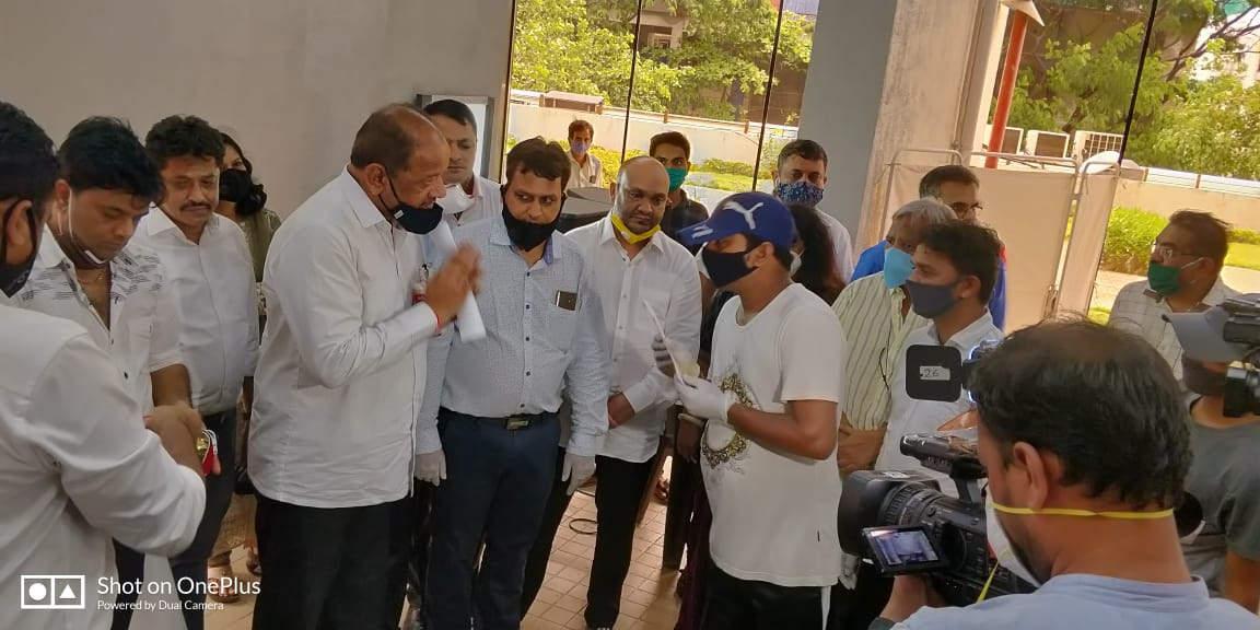 Valued in gold : Mumbai MP honours Covid-19 warriors