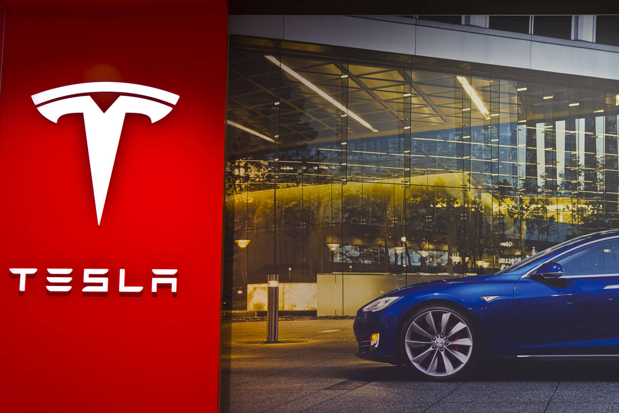 Tesla  scores low driver engagement in Europeon rating