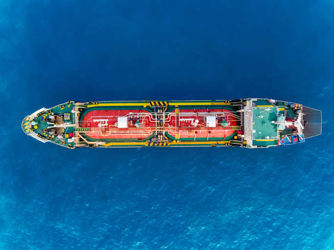 PDVSA vessel approaches floating facility to load crude amid spill worries