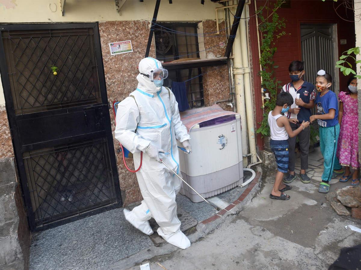 Covid containment zones rise to over 4,550 in Delhi