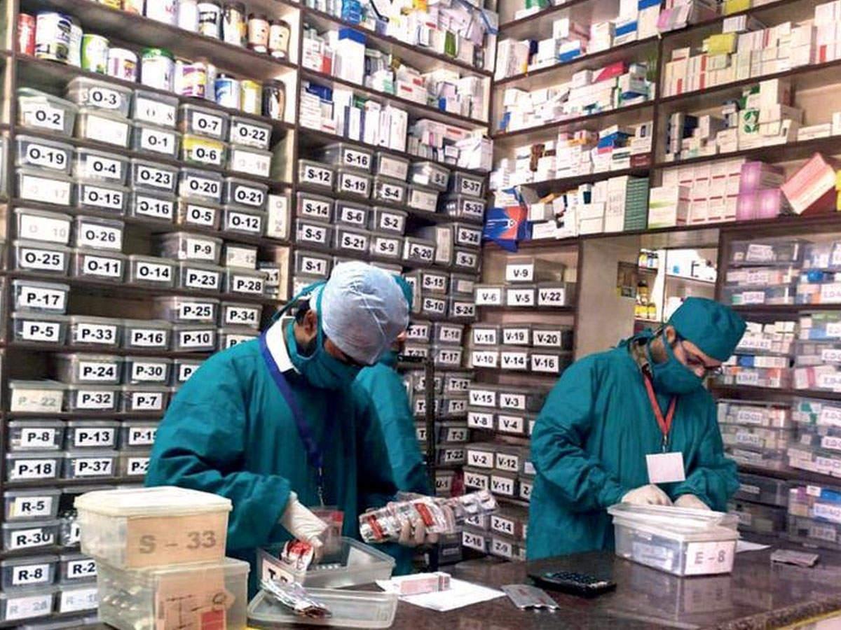 مشاهده هم بزنید در تهیه دارو اختلال ایجاد نمی کند: لباس شیمی دان به مودی