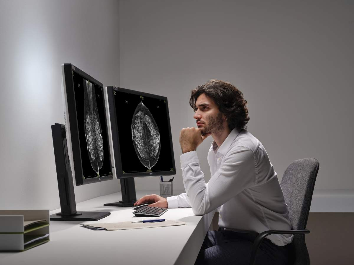 Barco launches improved healthcare diagnostic display