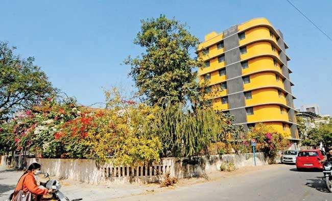 Ahmedabad: Gokul Park Society residents & Abhinav Developers spar over building – ET RealEstate