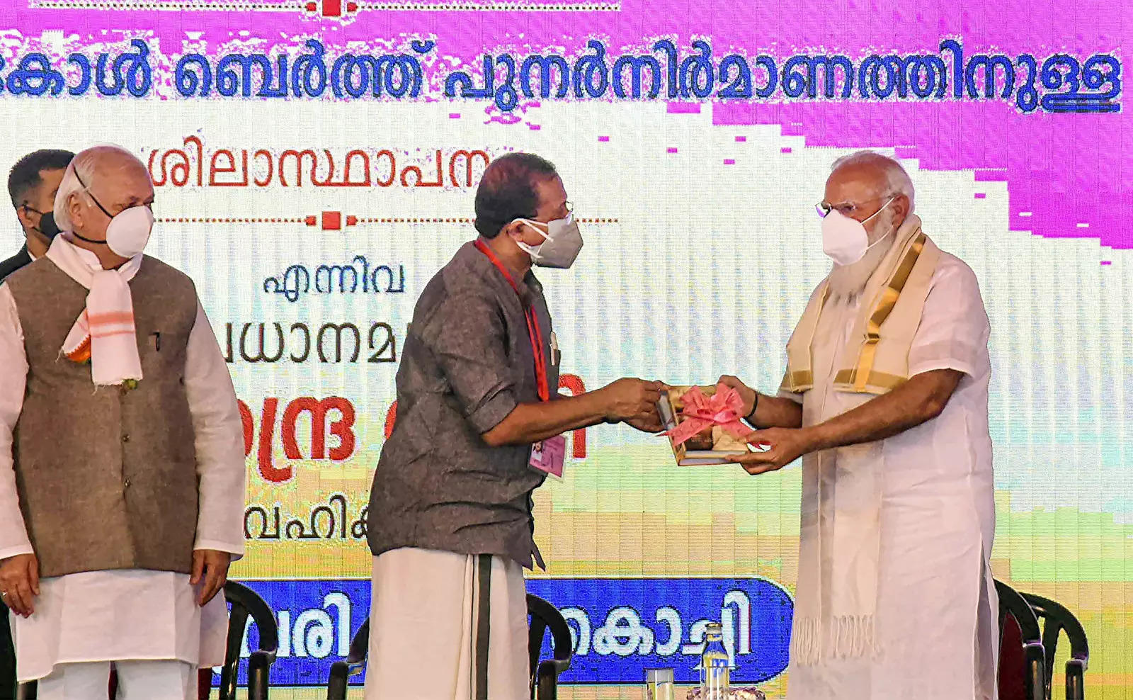 Prime Minister Narendra Modi being presented a memento by Union Minister of State for External Affairs V Muraleedharan, during the inauguration of Propylene Derivative Petrochemical Project (PDPP) of BPCL, in Kochi.Photo)(
