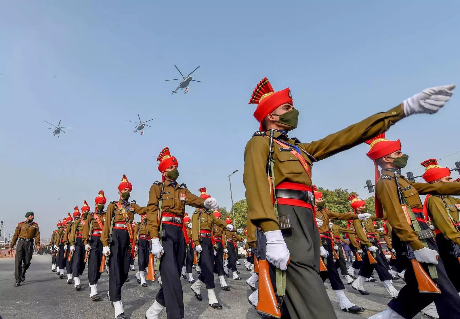 नई दिल्ली में गणतंत्र दिवस परेड 2021 के लिए पूर्वाभ्यास के दौरान भारतीय सेना की जाट रेजिमेंट।फोटो / कमल सिंह) (