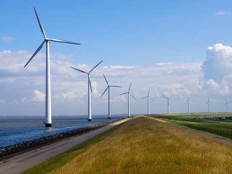 Die Windentwicklung an Land muss sich verdoppeln, sagt der 50Hertz aus Deutschland