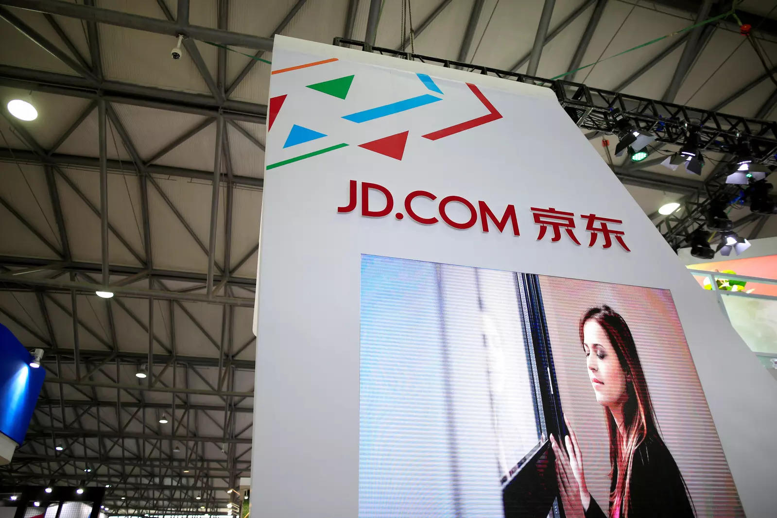 China's JD.com cashes in on steady online demand, beats expectations
