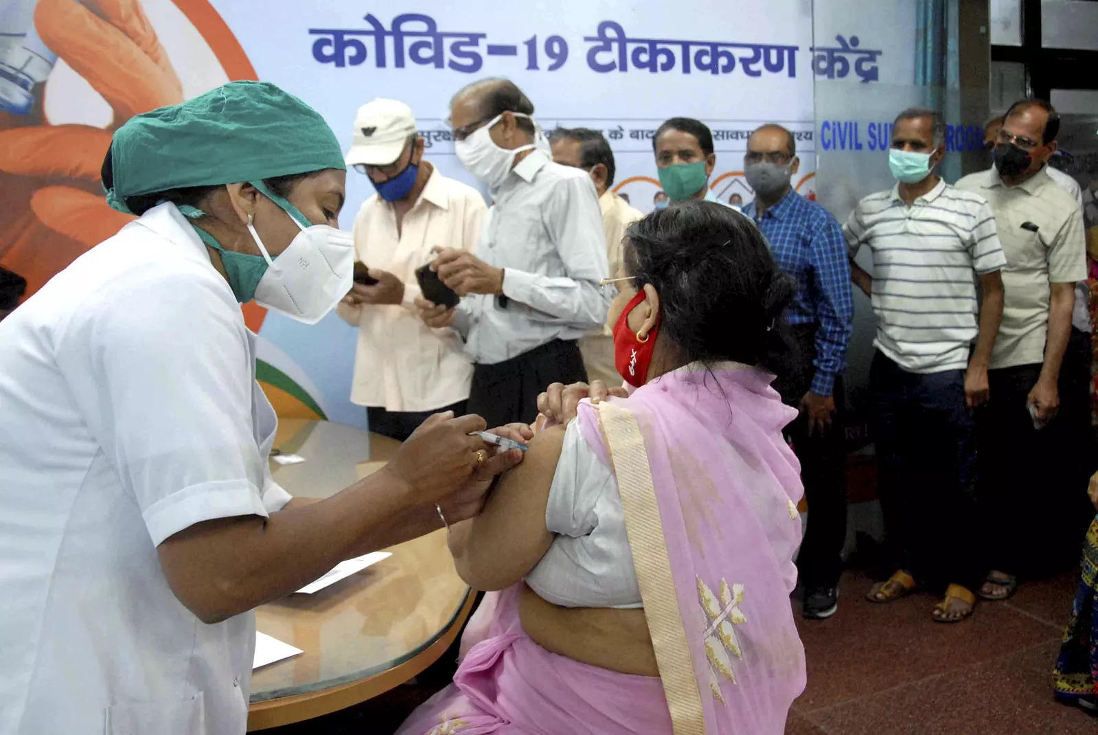 Pune: Citizens allege local corporators helping people jump jab queues