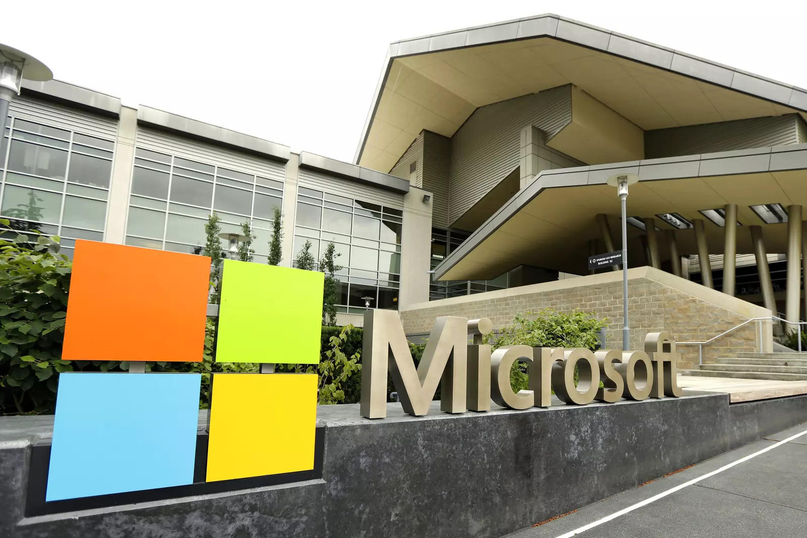 Microsoft planning to let employees back into office with hybrid workplace – ET RealEstate