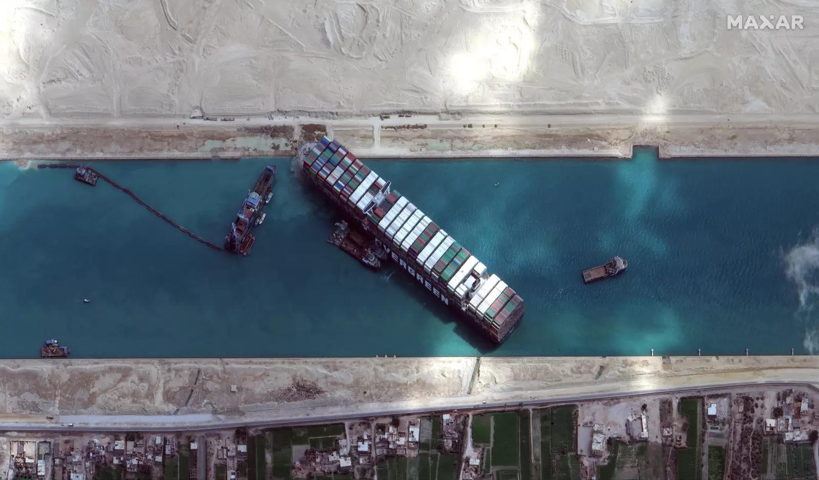 Osama Rabie pointed out that 14 tug boats are working to salvage the Panamaflagged ship, Ever Green, from all directions.