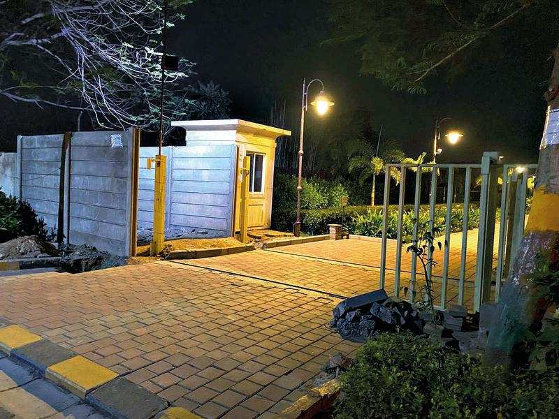 Gurugram: Months after DTCP order, no boundary wall yet for BPTP Park Serene – ET RealEstate
