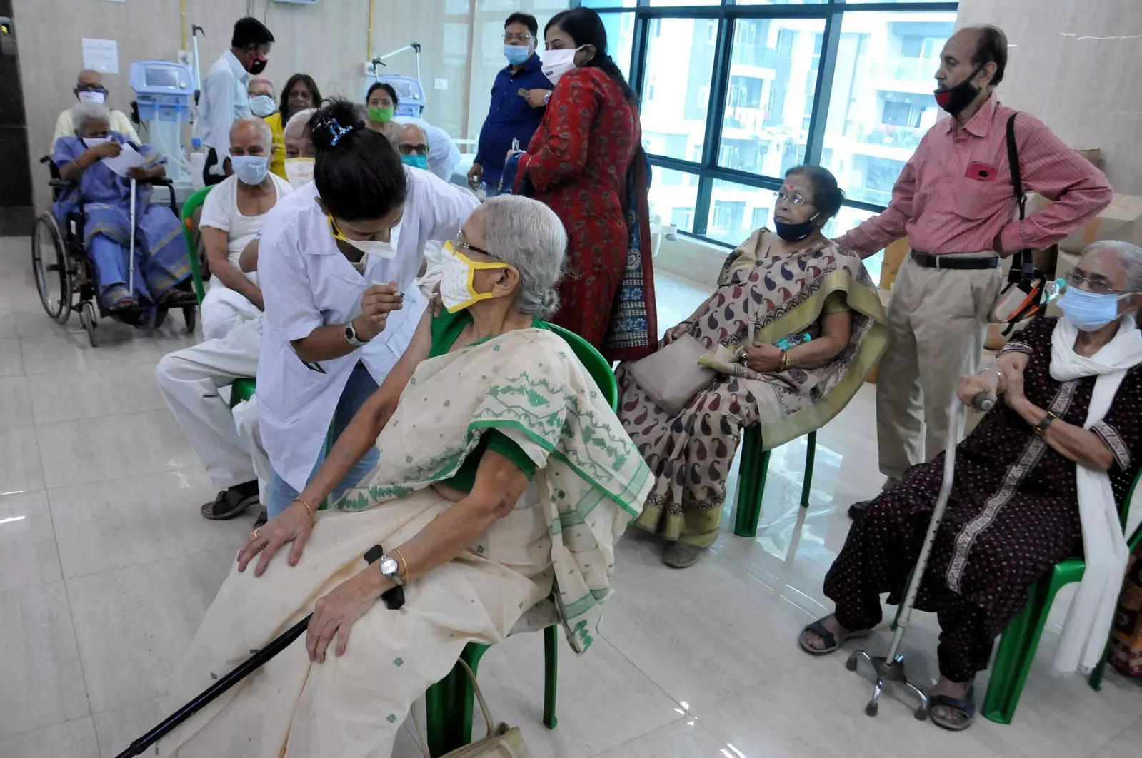 Vax drive: Senior citizens surpass health workers