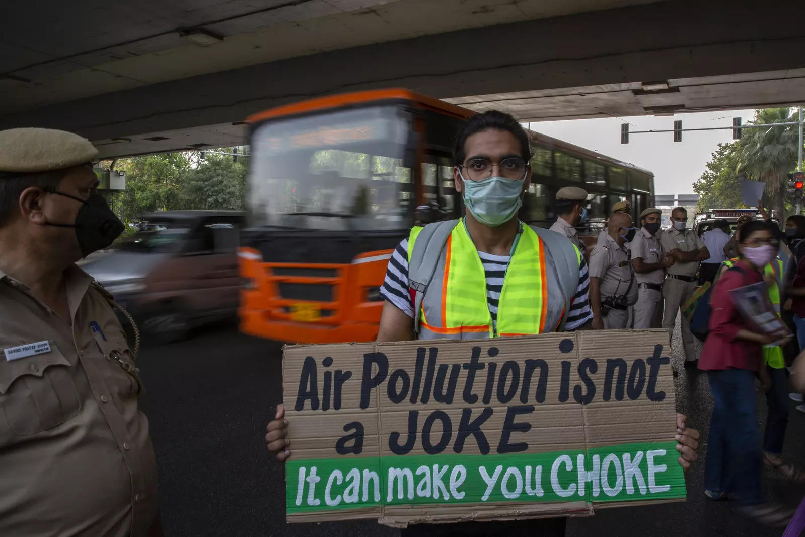 A student activist holds a placard as he participates in a protest march against climate change in New Delhi, India, Friday, March 19, 2021.Photo/Altaf Qadri)