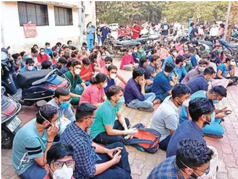 Surat: 300 NCH doctors go on flash strike