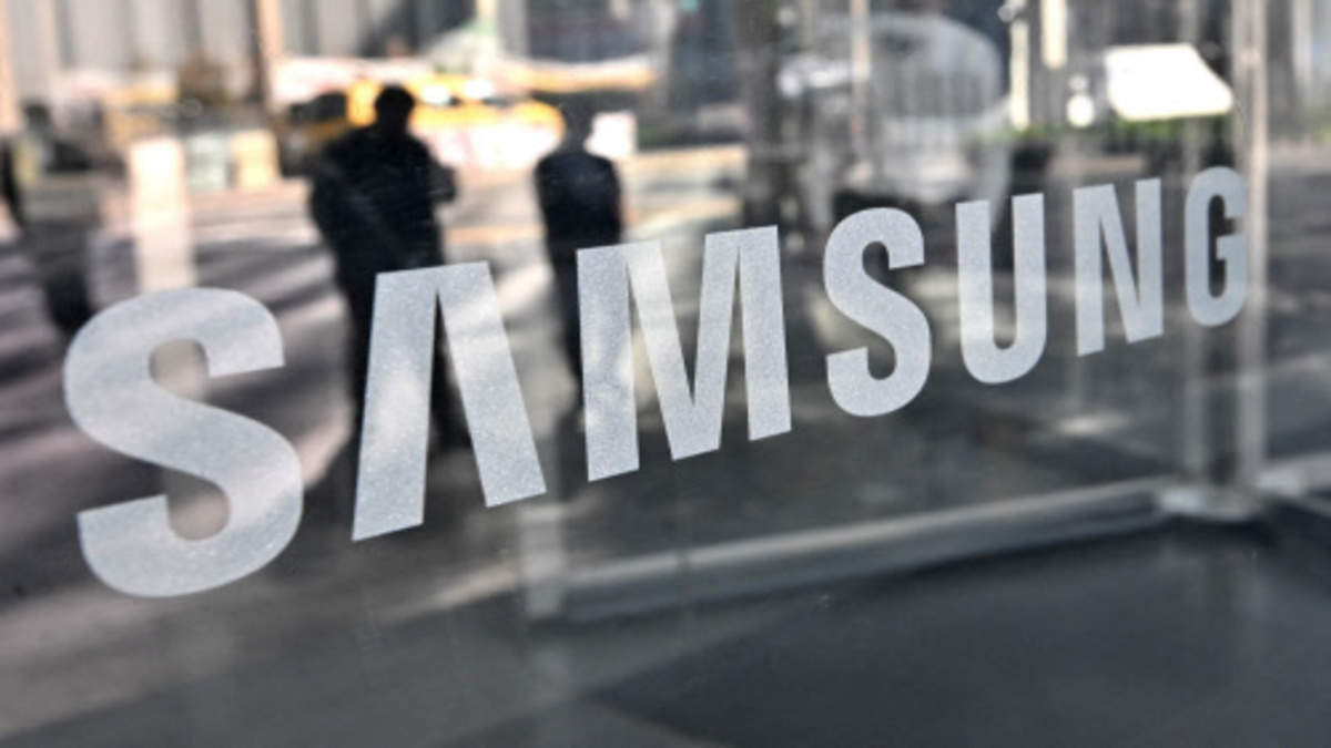 Samsung's Lee family may use stock as collateral for loans for $10 billion tax: Sources