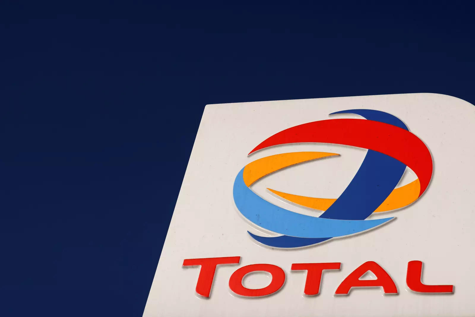 Total suspends contracts linked to Mozambique gas project: business group