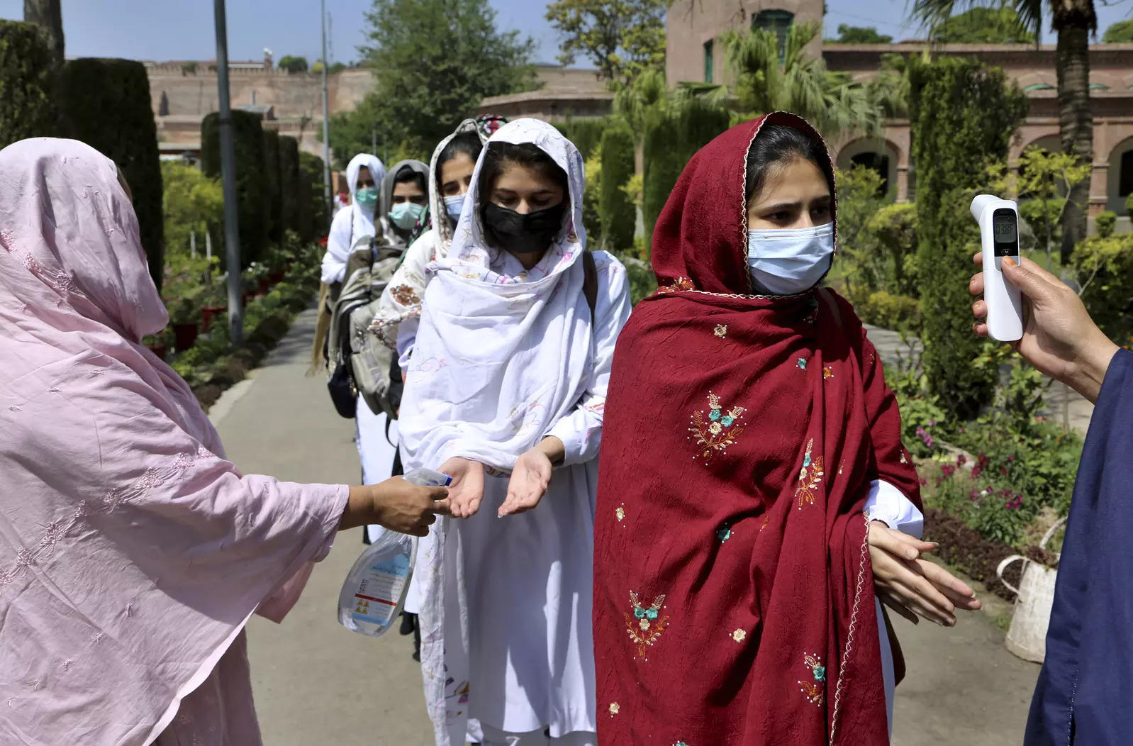 Pakistan reports 118 deaths in a single day from coronavirus