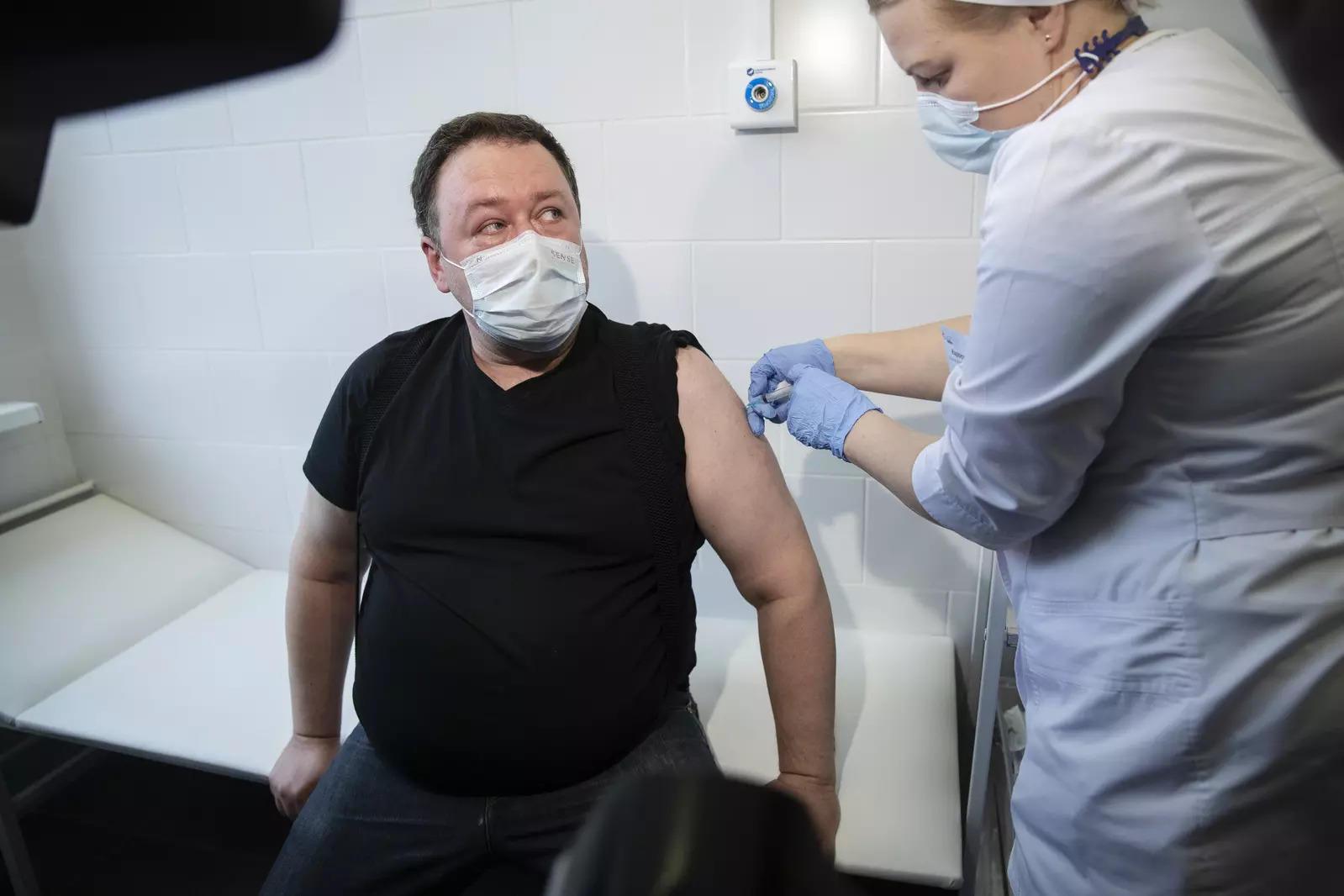 Single vaccine dose cuts Covid-19 transmission by half: UK study