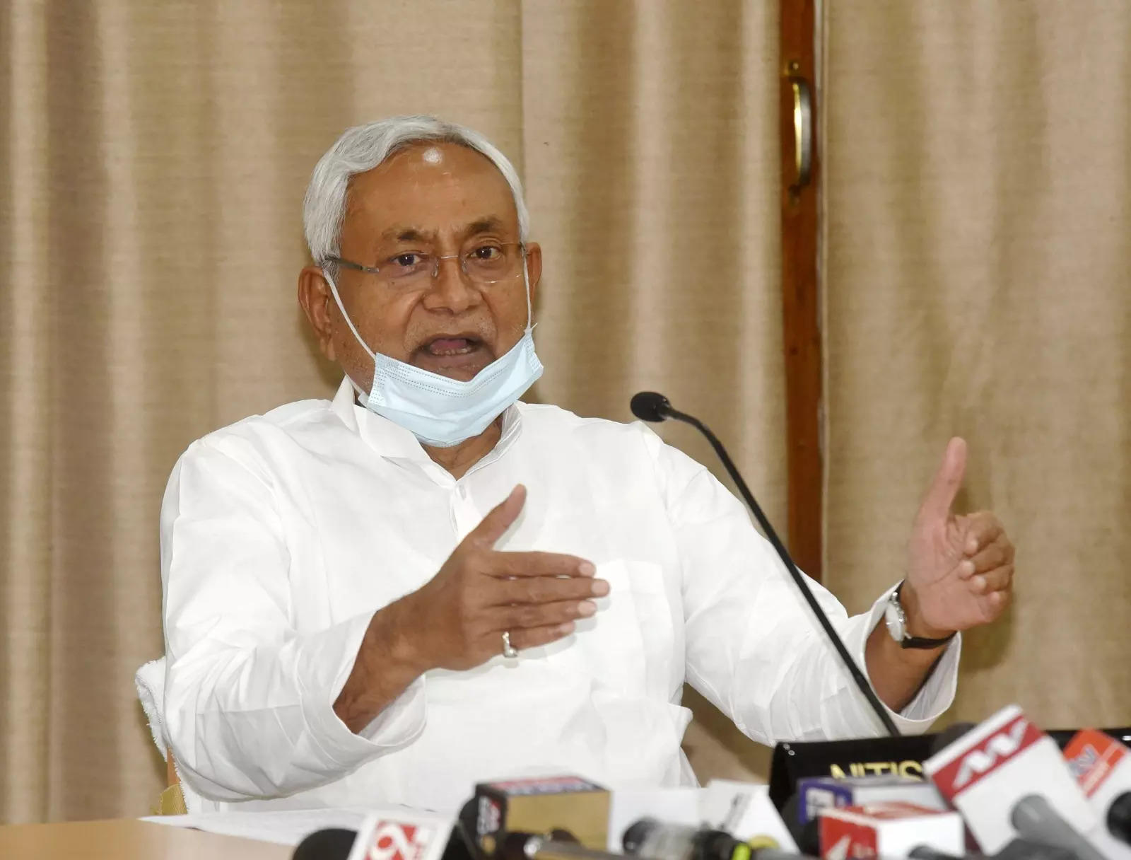 Provide pucca houses to all eligible beneficiaries: Bihar CM
