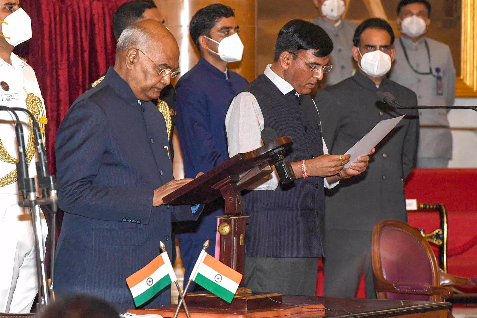 Mansukh Mandaviya new Health Minister