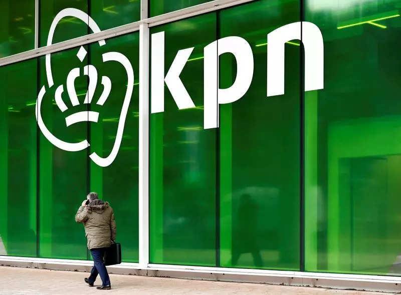 BESTANDSFOTO: Het KPN-logo is te zien op het hoofdkantoor in Rotterdam, Nederland, 30 januari 2019. REUTERS/Perochka van de Woo
