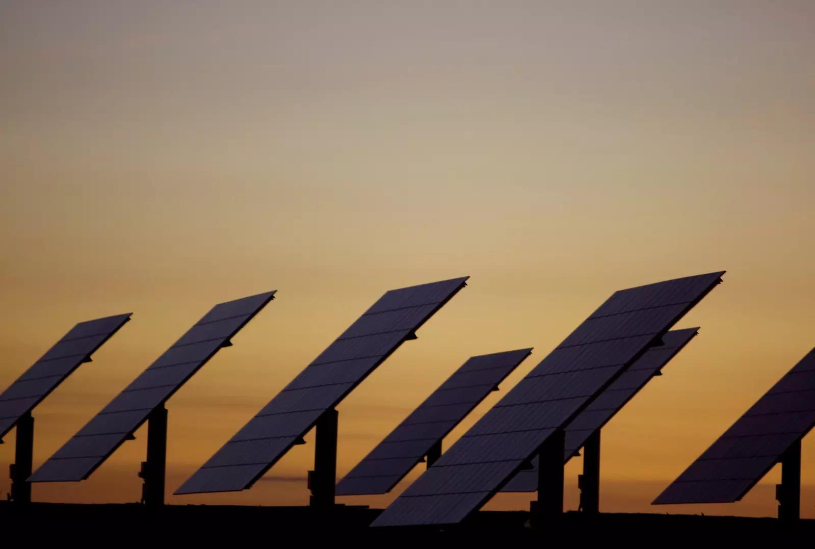 L'Indonésie entame la construction de la plus grande centrale solaire flottante de la région