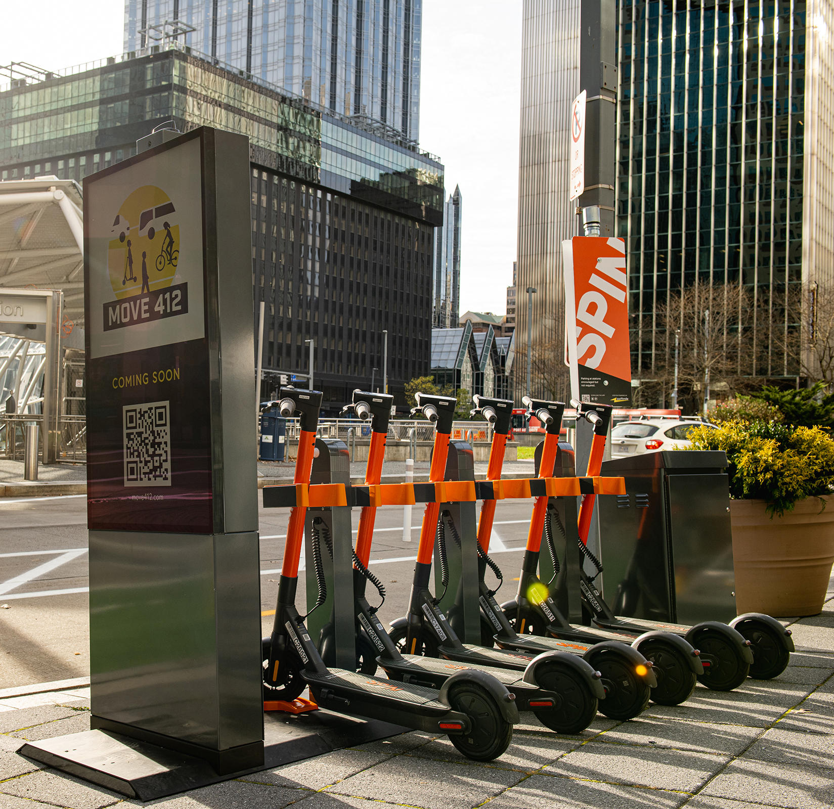 Moovit will show its users in real-time where a Spin e-scooter is available nearby, including how long it will take to walk there, as well as battery range.