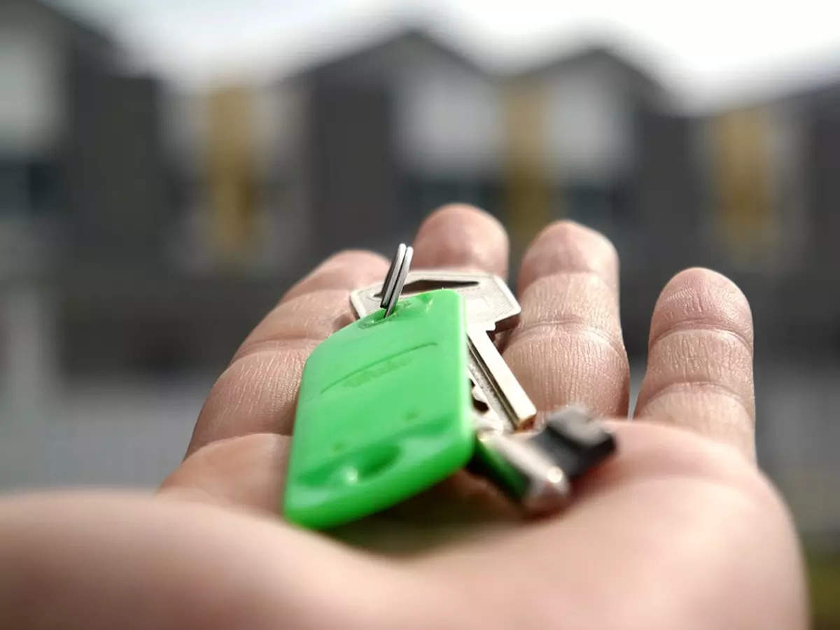Kanpur district administration officials give keys of houses to ten beneficiaries – ET RealEstate