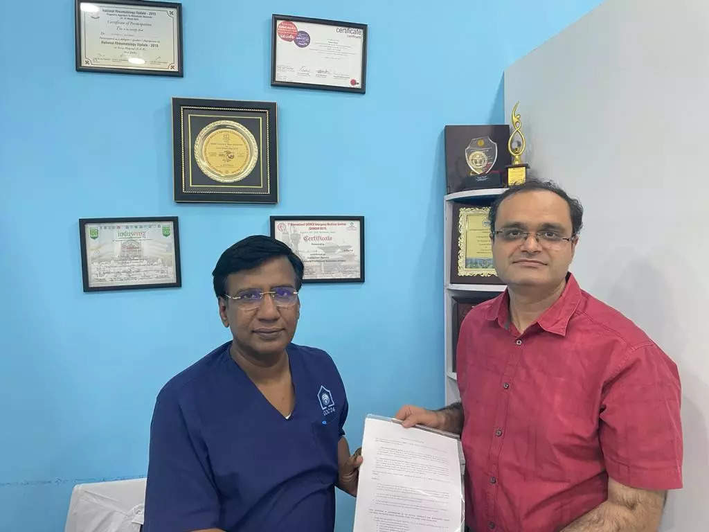 (Left) Dr Raman Kumar from AFPI with (Right) Dr Neelesh Kapoor, Head Medical Affairs Eka Care.